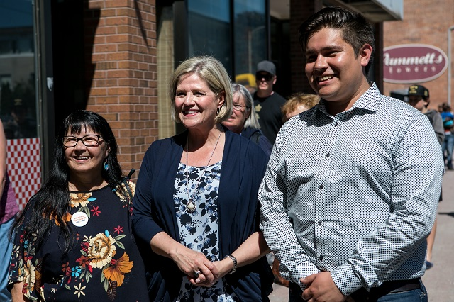 LaValley and Horwath in Peterborough – Only NDP can stop Ford's cuts and privatization