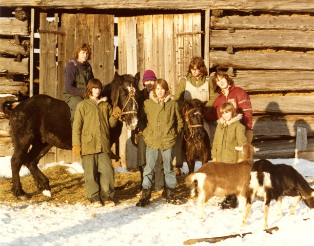 group-shot-kitts-farm-dec-28-1974