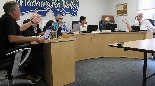 Councillors spar about alleged death threat