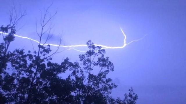 Lightning strike sparks response from MV Fire Department, OPP, Hydro One