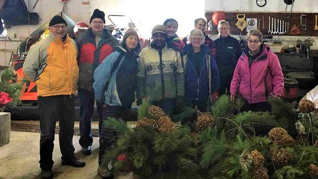 Communities in Bloom volunteers beautify BIA area for winter