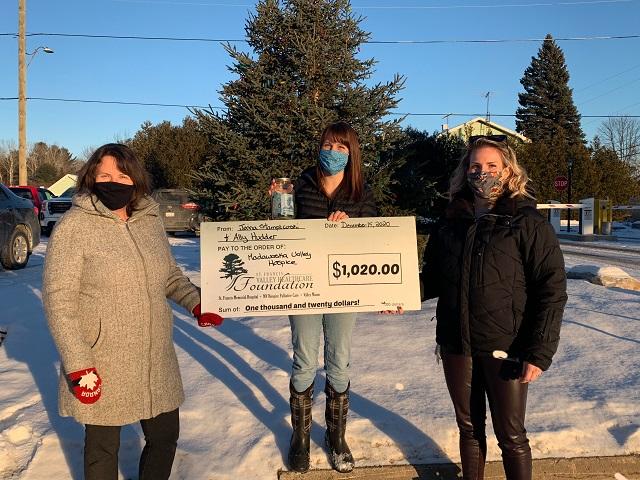 MV Hospice benefits from Christmas decoration fundraiser